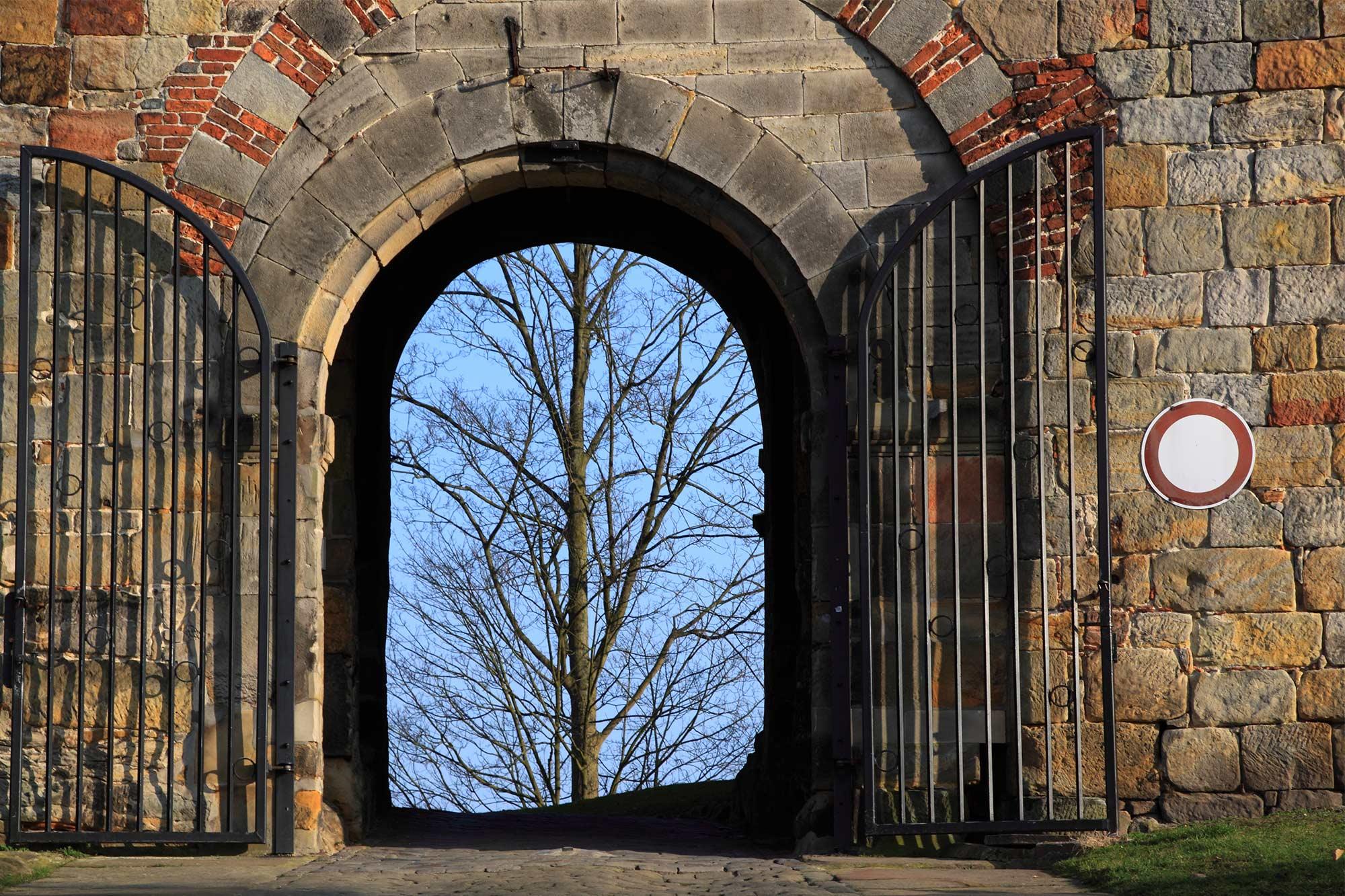 Beneden poort van de ingang naar de Burcht ©Thomas Wallmeyer