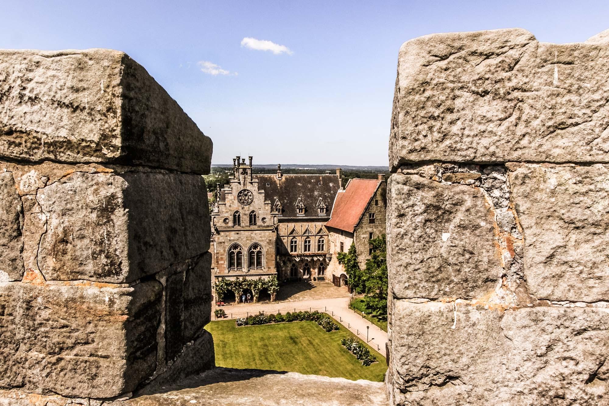 Binnenplein van het kasteel vanuit de Kruittoren ©Thomas Wallmeyer